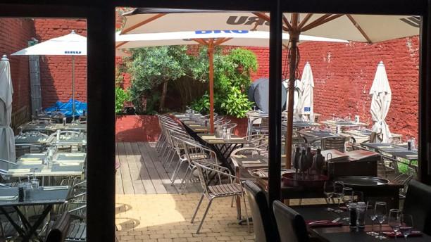 INVICTUS Restaurant Sunny terrasse