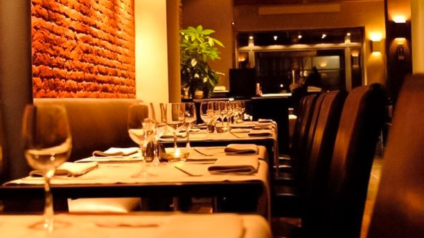 INVICTUS Restaurant Tables dressées