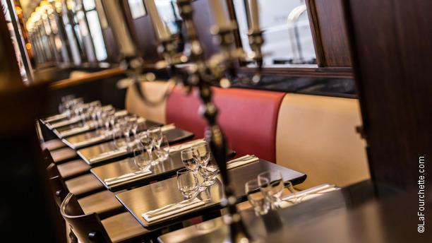 Le Select Vignon Tables dressées