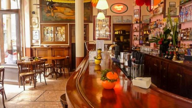 La Perla Bar bar