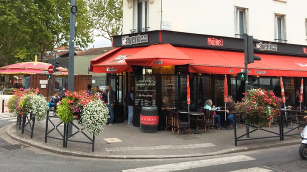 Café Hôtel de l'Avenir Devanture