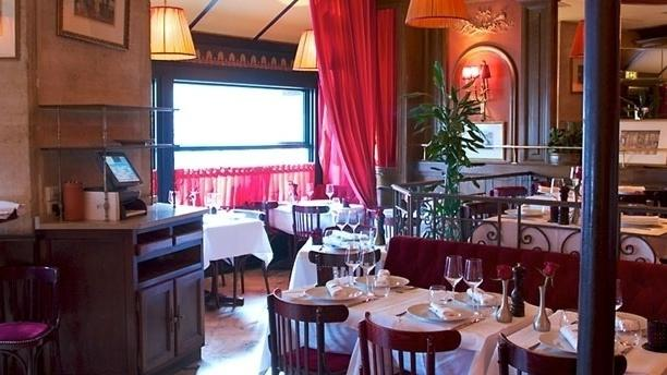 Bistro melrose restaurant 5 place de clichy 75008 paris for Restaurant miroir montmartre