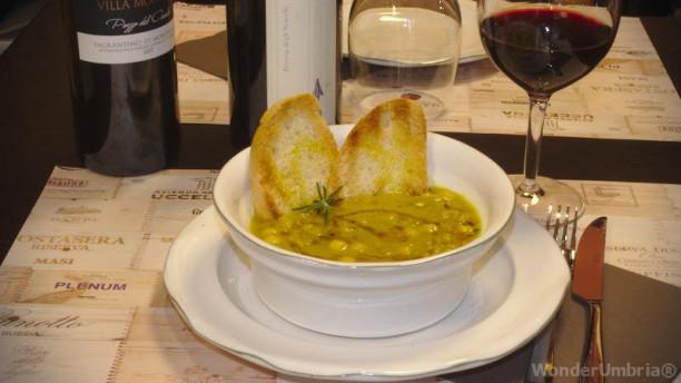 WonderUmbria Enoteca Wine Bar zuppa di legumi bio