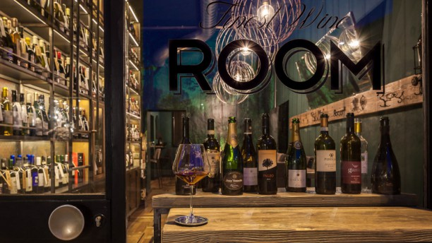 Food and Wine ROOM Locale