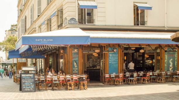 Le Café Blanc Façade