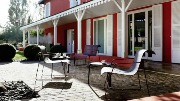 Restaurant Rouge & Blanc - Hôtel Les Maritonnes Jardin d'Accueil