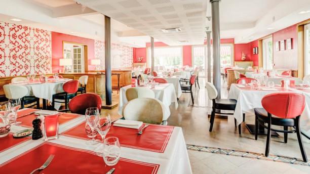 Restaurant Rouge & Blanc - Hôtel Les Maritonnes Salle du Restaurant