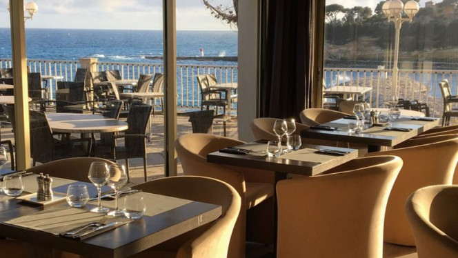 Vue des tables - La Villa Madrigal, Carry-le-Rouet