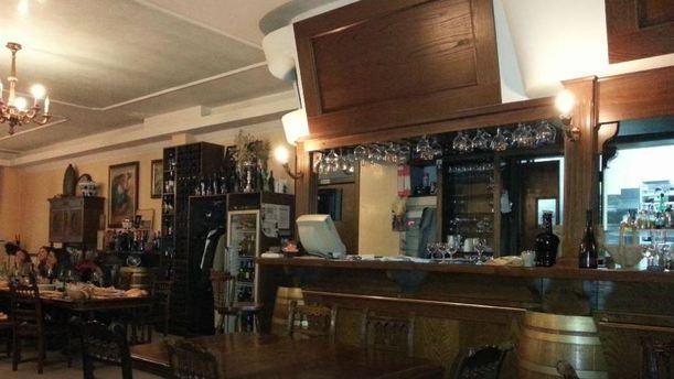 Taverna Rock interno e bancone