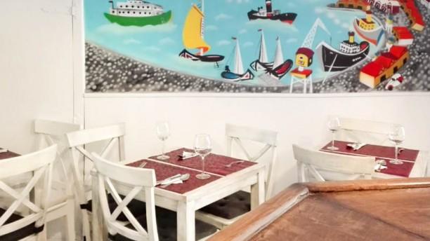O Bifanas Sala del restaurante