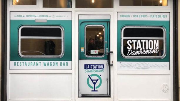 La Station Damremont Devanture Restaurant Wagon Bar
