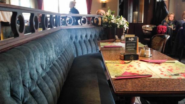Taverne Pol table dressée