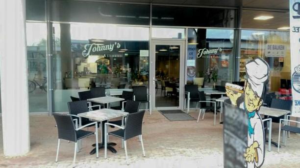 Johnny's Pizzeria & Steakhouse Terras