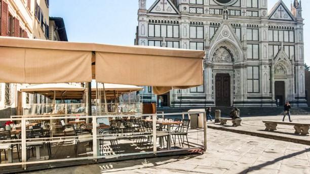 Osteria Battipalla La terrazza sulla piazza di Santa croce
