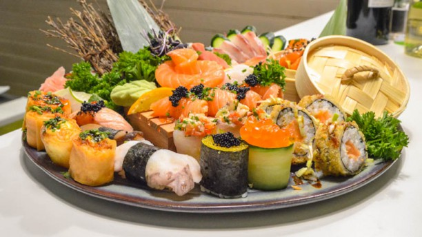 Edo sushi lumiar in lisbon restaurant reviews menu and for Akina japanese cuisine price