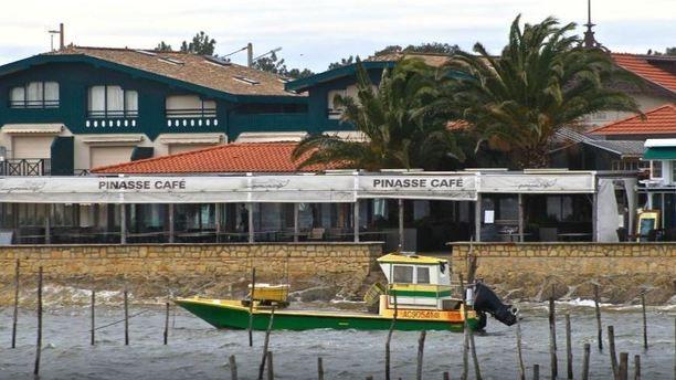 Pinasse Café terrasse vue de dehors