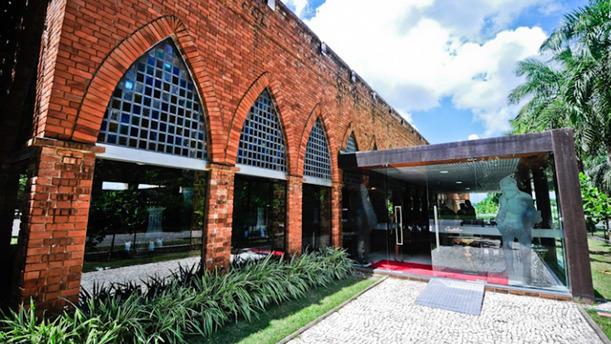 Castelus rw fachada
