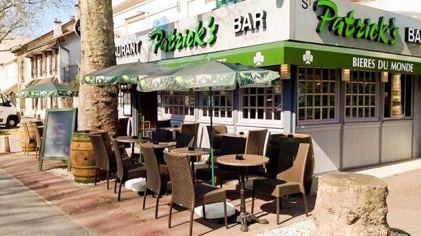 Patrick's Bar Apreçu de l'extérieur