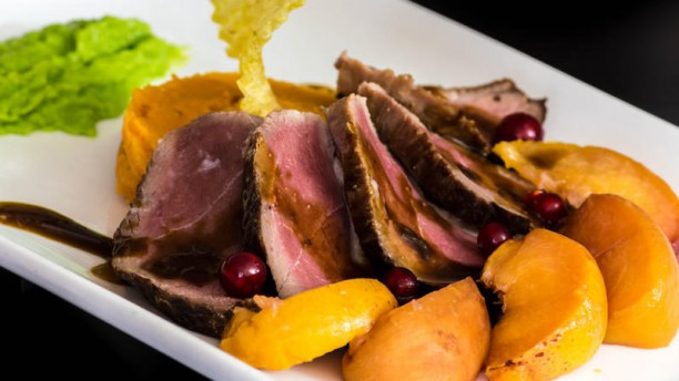 Restaurant le Saint Lager magret de canard aux pêches