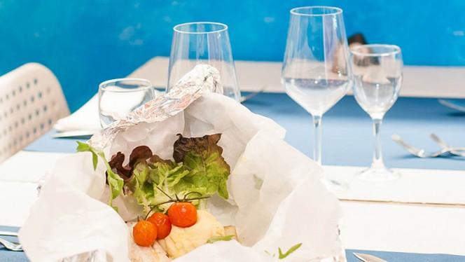 tavolo con insalata - Pescheria Agraja, Rome