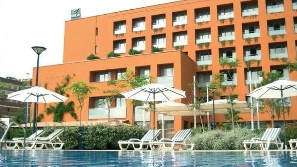 Amalur - Hotel Abba Garden Vista de la fachada del hotel