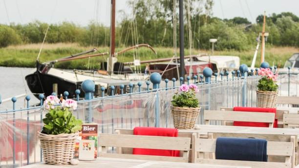 Polderrestaurant De Haven van Eemnes Het terras met uitzicht