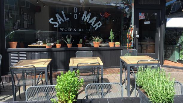 Sal do Mar Restaurant met terras