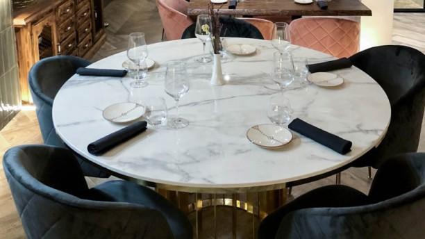 LA CASA de Manolo Franco Detalle de la mesa
