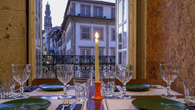 Vista da sala - Raiz, Porto