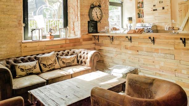 Vintage barcelona caf in barcelona restaurant reviews menu and prices thefork - Mobles vintage barcelona ...