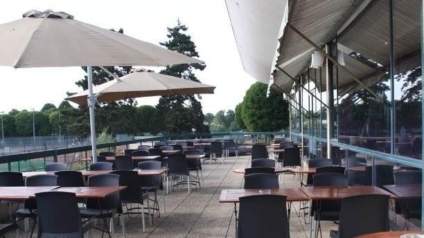 Restaurant events club house germain saint germain en for Adresse piscine saint germain en laye