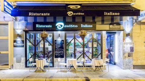 Davisto, Nice