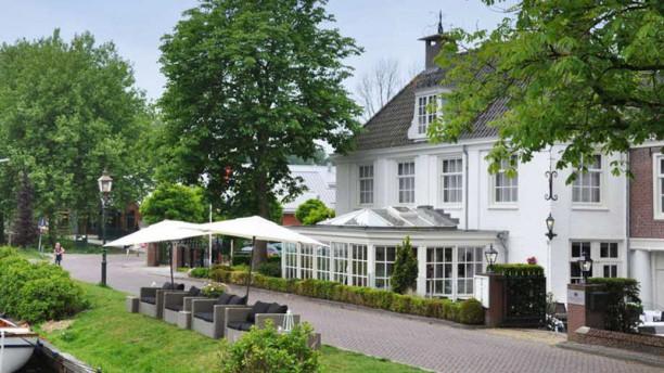 De Nederlanden Restaurant met terras aan de Vecht