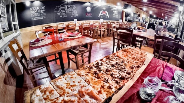 Beef Minimal Restaurant sala con buffet