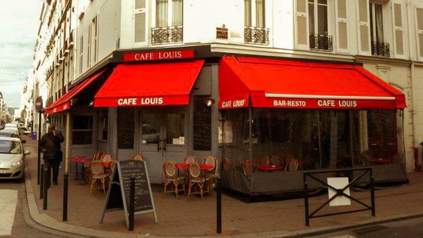 Café Louis Apreçu de l'extérieur