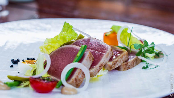 Hotel de Sterrenberg (Restaurant Cèpes) Zomerse tonijn met gedroogde olijf