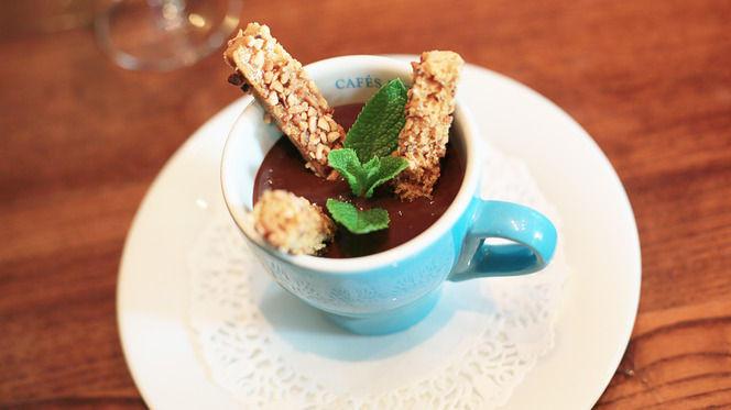 Soupe de chocolat et mouillettes de pain d'épices au pralingrain - Les Bombis Bistrot, Paris