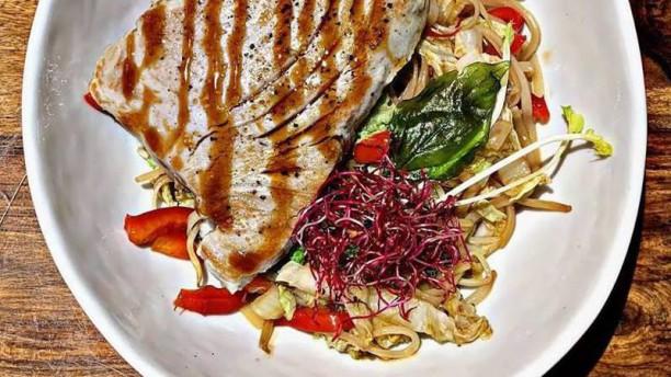 La Terrasse Mi cuit de thon et son wok de légumes