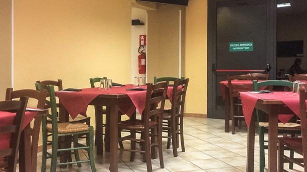 4 Ganasce Pizzeria Interno