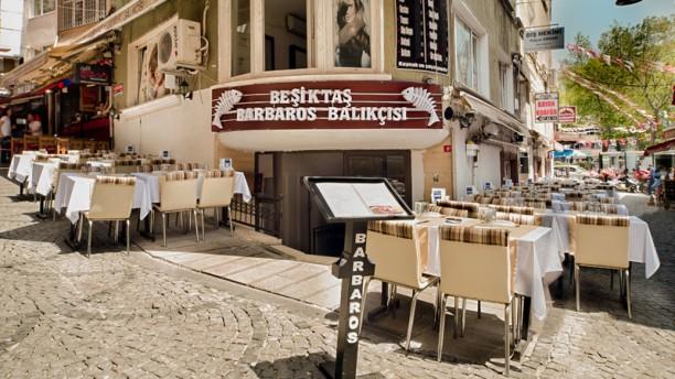 Beşiktaş Barbaros Balıkçısı Entrance and terrace