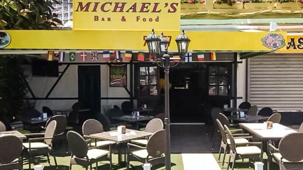Michael's Bar and Food Vista entrada