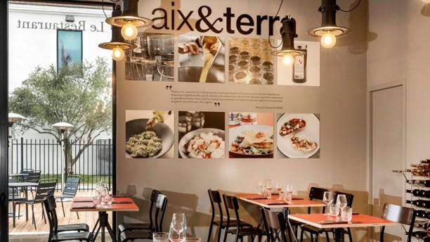 Table-Épicerie Aix et Terra Vue de la salle