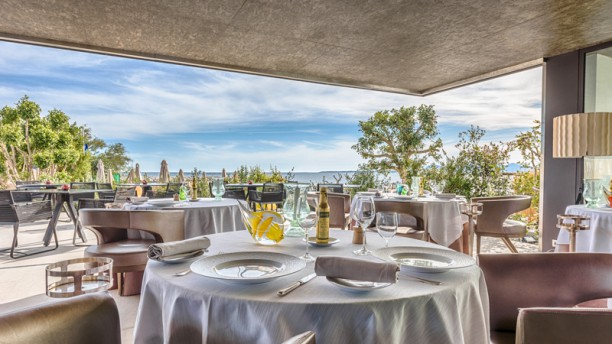 Restaurant les p cheurs cap d 39 antibes beach hotel for Resto le jardin antibes