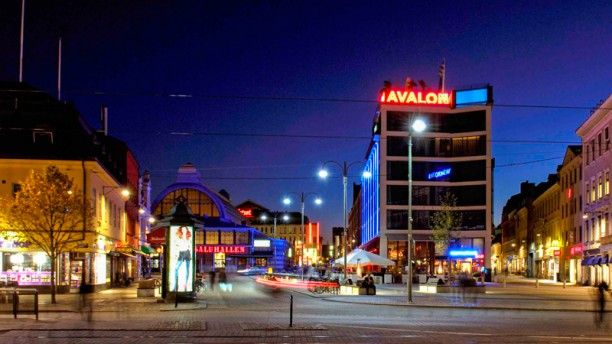 Avalon Restaurang Avalon at Night