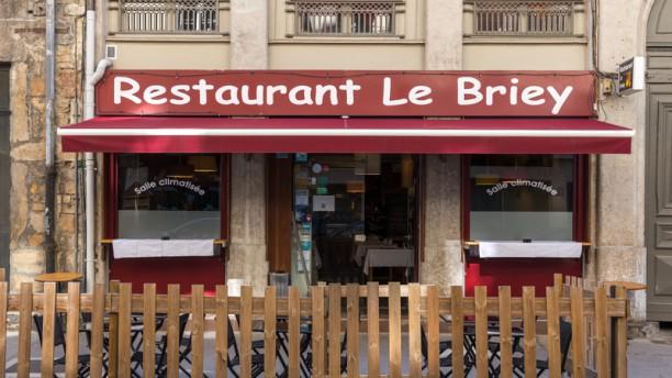 Le Briey Devanture