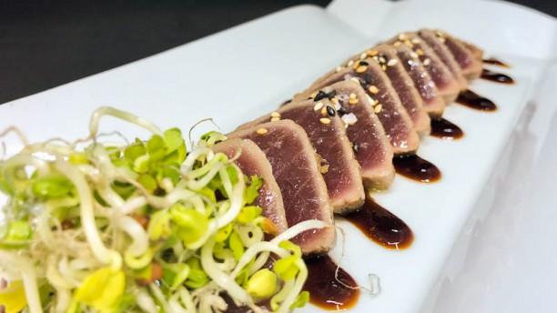El Martinet Tataki de atún YF con salsa teriyaki y sesamo