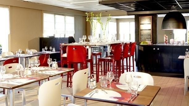 Campanile Epône Salle du restaurant