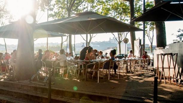Le mondrian restaurant 1 quai claude bernard 69007 lyon for Claude robillard piscine horaire