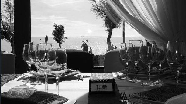 Titò Restaurant tavolo con vista al mare.JPG