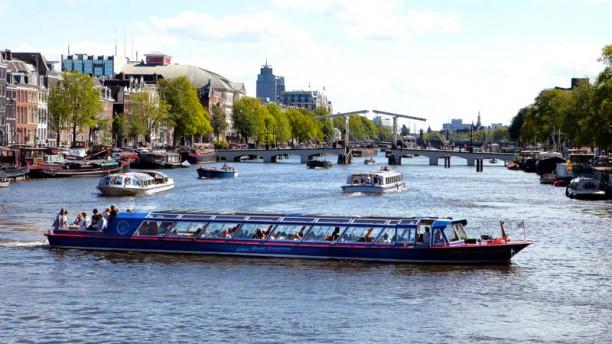 Blue Boat Dinner Cruise De boot